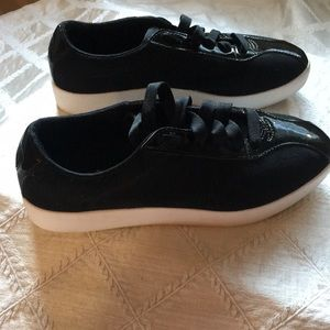 Puma Shoes - Puma Sneakers, Black with Patent Leather, Size 6